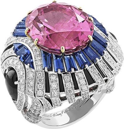 Rose Envoûtant ring: Oval-cut pink spinel of17.21 carats, sapphires, black spinels, diamonds.  © Van Cleef &Arpels