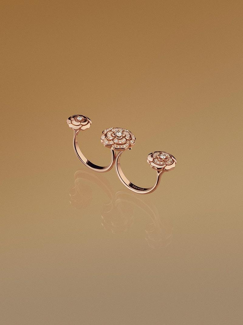 - Bague transformable <b>Extrait deCamélia</b> enor rose 18 carats etdiamants