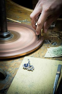 Savoir-faire:Vagues Mystérieuses clip  - Mystery Set™ work - polishing asapphire