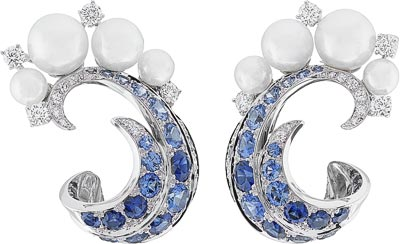 Mer de vent earrings: Sapphires, white cultured pearls, diamonds. © Van Cleef & Arpels