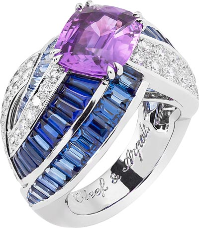 Orbe Indigo ring: Cushion-cut purple sapphire of 3.97 carats (Madagascar), sapphires, diamonds. © Van Cleef & Arpels