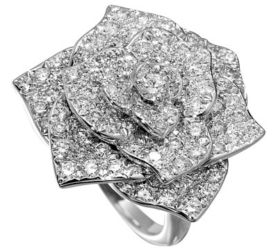 Piaget Rose ring in white gold set with 112 brilliant-cut diamonds (2.38ct) - Ref: G34U6800