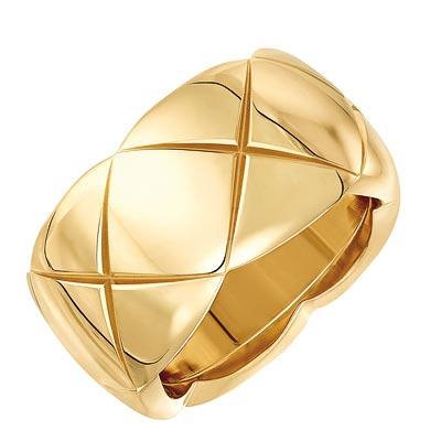 - <b>Coco Crush ring</b>in 18k yellow gold. <br>Medium version. Ref.: J10575 • 2750 €