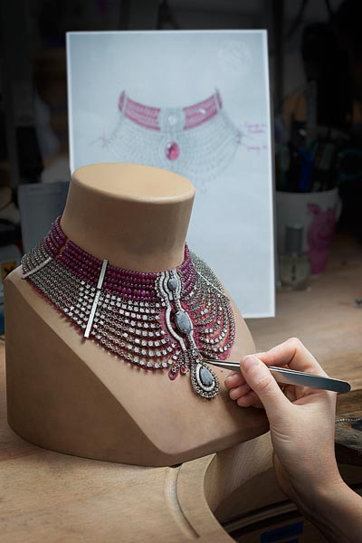 In theworkshops. Cartier - Biennale de Paris, 2014 - Jeweller's work on thestructure ofthe necklace around the15.29-carat intense red ruby fromAfrica