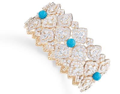 Bracelet in18K pink gold set with105 marquise-cut diamonds (approx. 5.18 cts), 5 turquoise beads (approx. 4.50 cts) and 717 brilliant-cut diamonds (approx. 9.38 cts). Ref.: G36M2200 - Flowing bracelet punctuated by turquoises <b>G36M2200</b>