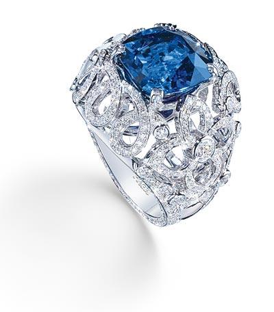 - Ring inwhite gold set with1 blue sapphire <b>G34HG400</b>