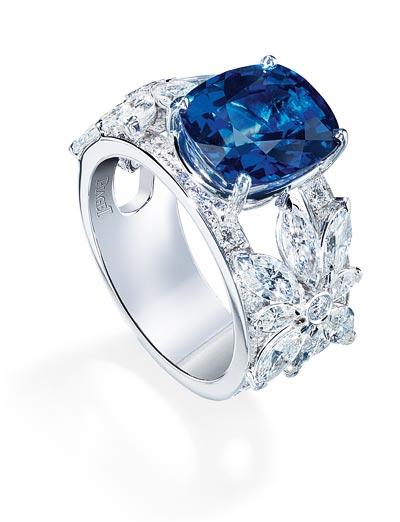 - Ring inwhite gold set with1 blue sapphire <b>G34HD200</b>