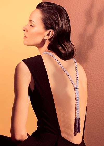 Violine long necklace/back necklace: Platinum, chalcedony beads, amethyst beads, amethysts, brilliant-cut diamonds.