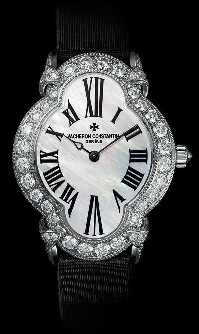 Fluidité descourbes duboîtier «Une montre d'exception qui se porte sur un bracelet ensatin noir» - Réf.: 37640/000G-B030