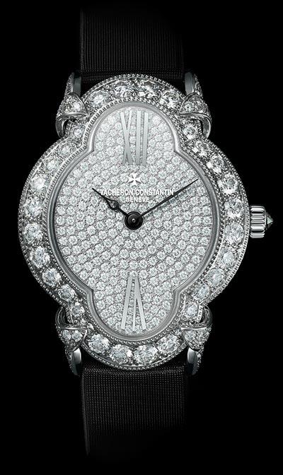 Fluidité descourbes duboîtier «Une montre d'exception qui se porte sur un bracelet ensatin noir» - Réf.: 37640/000G-B021