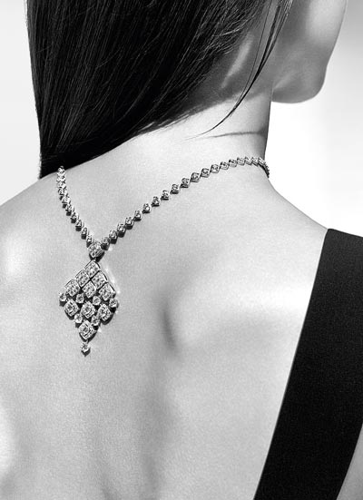 """Signature Dangling"" necklace in 18K white gold set with 195 brilliant-cut diamonds for a total weight of 18.4 carats. ""Signature de  Chanel"" Collection"