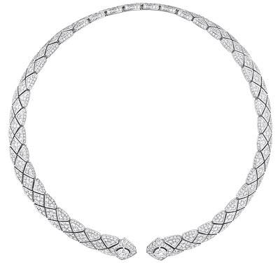 """Signature Duo"" necklace in18K white gold set with2 brilliant-cut diamonds. ""Signature de  Chanel"" Collection"
