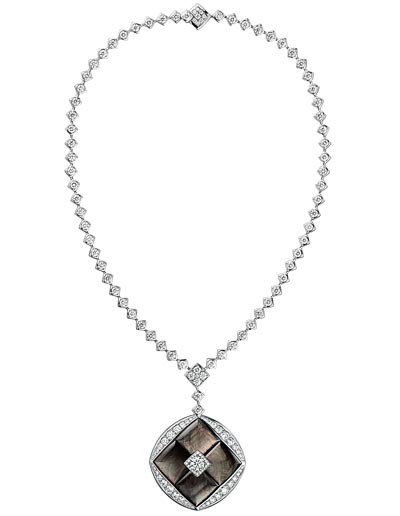 """""""Signature de Nacre"""" necklace in18K white gold set witha 1-carat brilliant-cut diamond, 205 brilliant-cut diamonds for atotal weight of14.8 carat and carved mother-of-pearl. """"Signature de  Chanel"""" Collection"""