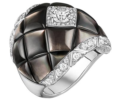 """""""Signature de Nacre"""" ring in18K white gold set with95 brilliant-cut diamonds for atotal weight of1.4 carat and carved mother-of-pearl. Collection «Signature de Chanel»"""