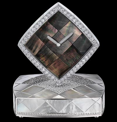 """""""Signature de Nacre"""" clock in18K white gold set with789 brilliant-cut diamonds for atotal weight of38.5 carats and carved black and white mother-of-pearl. """"Signature de  Chanel"""" Collection"""