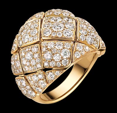 """""""Signature d'Or"""" ring in18K yellow gold set with168 brilliant-cut diamonds for atotal weight of3 carats. """"Signature de  Chanel"""" Collection"""