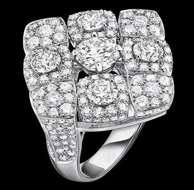 """Signature Dangling"" ring in 18K white gold set with a 1-carat brilliant-cut diamond and 232 brilliant-cut diamonds for a total weight of 4 carats. ""Signature de  Chanel"" Collection"
