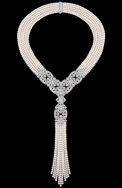 """Signature de Perles"" necklace in 18K white gold set with a 3.4 carat emerald-cut diamond, 717 brilliant-cut diamonds for a total weight of 38.22 carats and Japanese cultured pearls. ""Signature de  Chanel"" Collection"