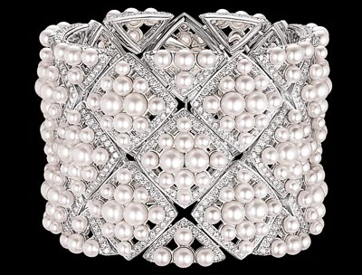 """Signature de Perles"" cuff in 18K white gold set with 1191 brilliant-cut diamonds for a total weight of 12.4 carats and 308 Japanese cultured pearls. Collection « Signature de Chanel »"