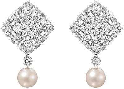 """Signature de Perles"" earrings in 18K white gold set with 160 brilliant-cut diamonds for a total weight of 7.9 carats and 2 Japanese cultured pearls. ""Signature de  Chanel"" Collection"