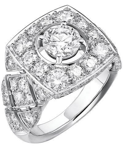 """""""Signature Ultime"""" rings n 18K white gold set withdiamonds. """"Signature de  Chanel"""" Collection - """"Signature Ultime"""" ring in18K white gold set witha 1-carat brilliant-cut diamond and 90 brilliant-cut diamonds for atotal weight of2.4 carats"""