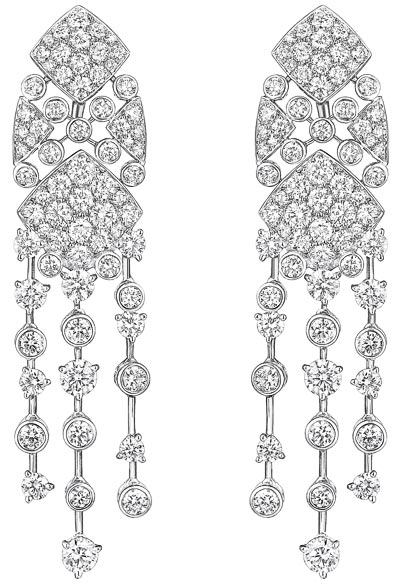 """""""Signature Surpiquée"""" earrings in18K white gold set withdiamonds. """"Signature de  Chanel"""" Collection - """"Signature Surpiquée"""" earrings in18K white gold set with142 brilliant-cut diamonds for atotal weight if 7.5 carats"""