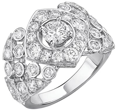 """""""Signature Surpiquée"""" ring in18K white gold set with85 brilliant-cut diamonds for atotal weight of2.6 carats.  """"Signature de  Chanel"""" Collection"""