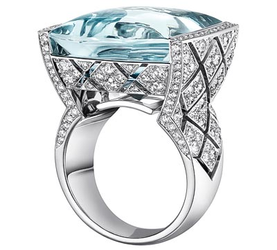 """""""Signature Acidulée"""" ring in18K white gold set witha 23-carat cabochon-cut aquamarine and 216 brilliant-cut diamonds for atotal weight of2.1 carats. """"Signature de Chanel"""" Collection"""