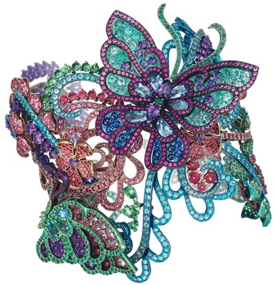 Cuff bracelet inmulticolored titanium set withspinels, Paraiba tourmalines, tsavorites, amethysts, rubies, emeralds and topazes. Butterflies can be removed and worn as abrooch and apair ofearrings. Ref.: 859760-9001