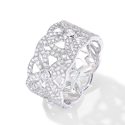 - <b>Extremely Piaget ring «Décor Dentelle»</b> in18K white gold set with315 brilliant-cut diamonds (approx. 1.47 cts). Ref.:G34L2C00