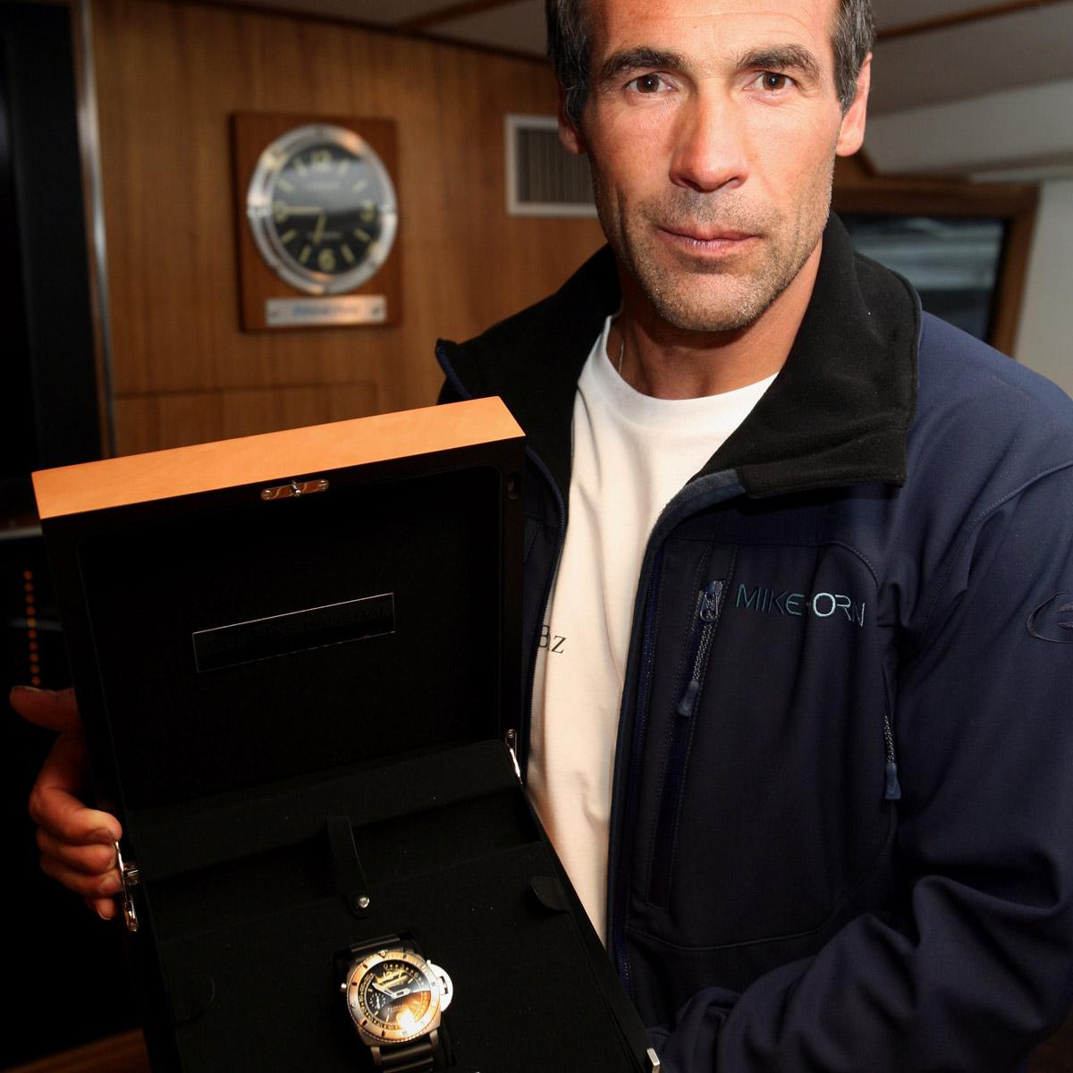 La Cote des Montres : Photo - Mike Horn baptise le Pangaea à Monaco