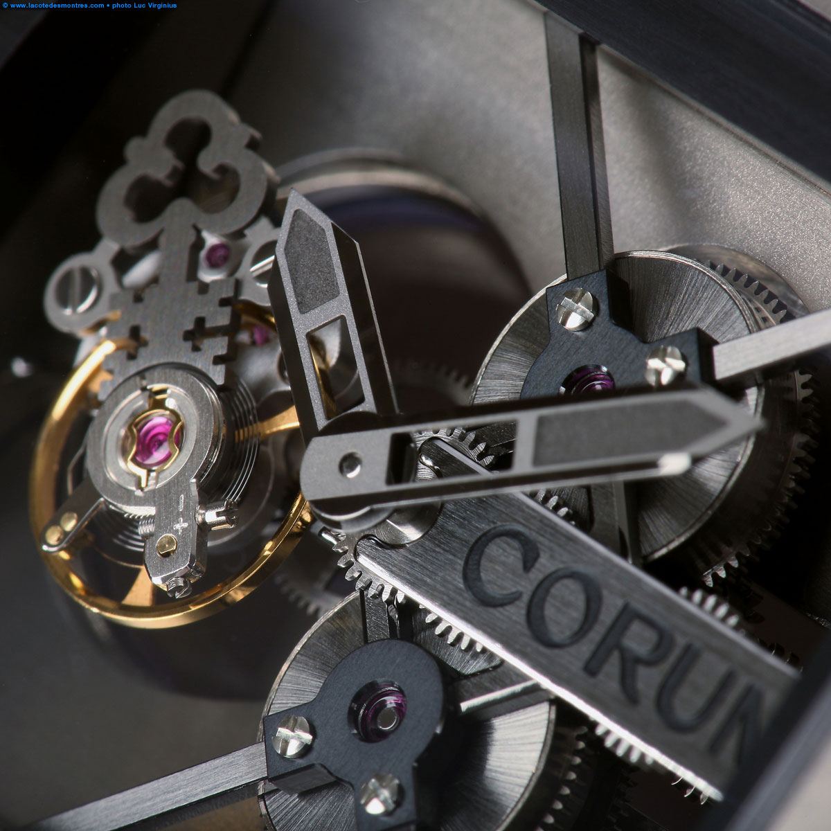 La Cote des Montres : Photo - Corum Ti-Bridge Tourbillon Titane
