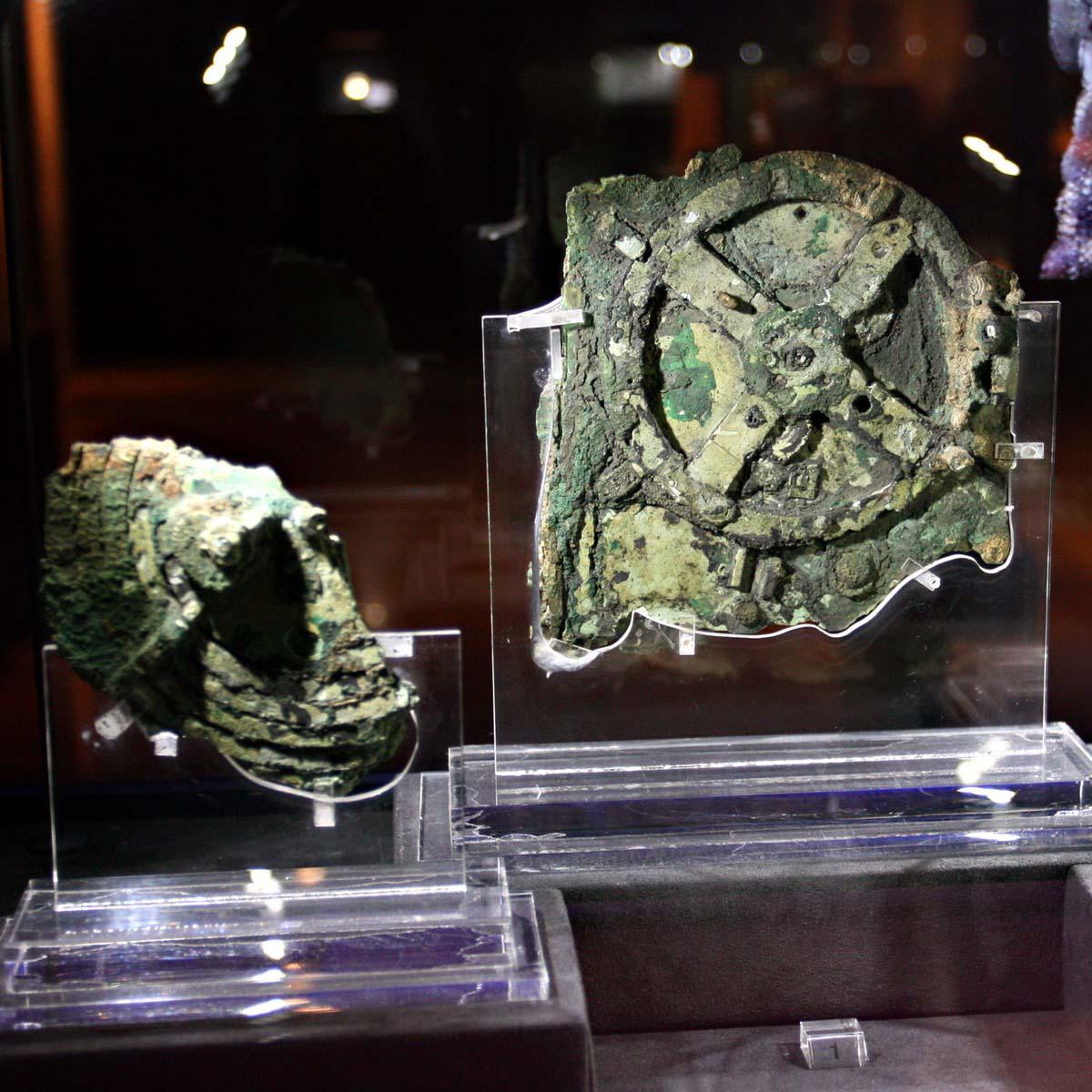 La Cote des Montres : Photo - Le mouvement Hublot «Hommage à la Machine d'Anticythère» fait son entrée au Musée Archéologique d'Athènes