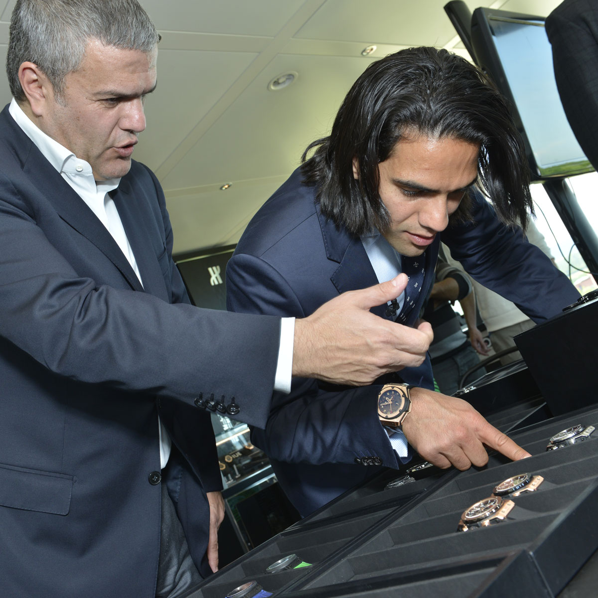 La Cote des Montres : Photo - Le grand joueur de foot colombien Falcao rend visite à Hublot