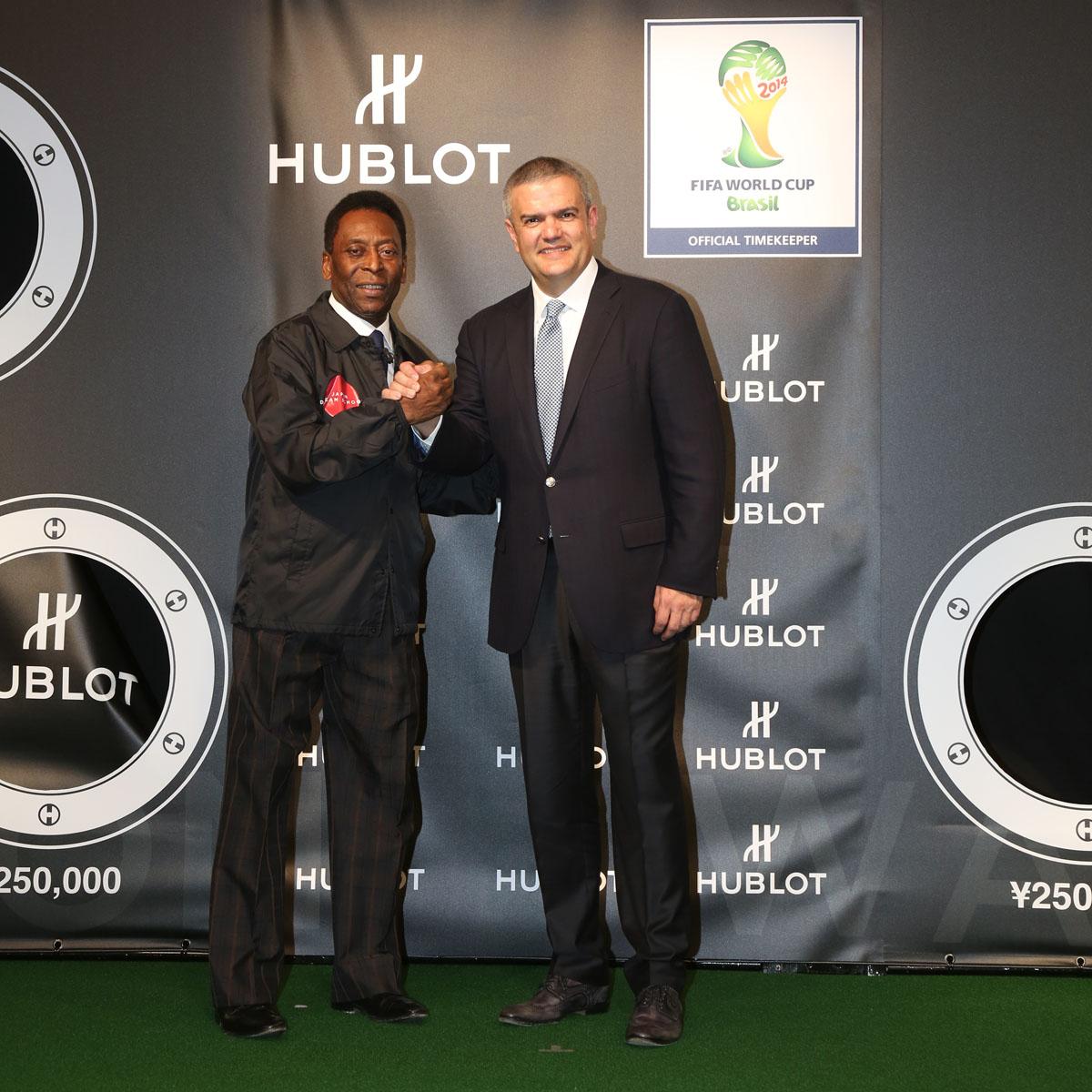 La Cote des Montres : Photo - Hublot Big Bang Unico Chrono Bi-rétrograde FIFA, Brésil 2014™
