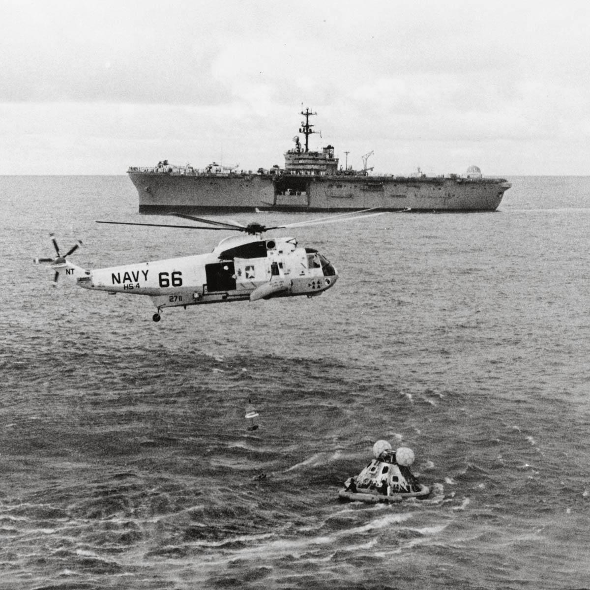 La Cote des Montres : Photo - Omega Speedmaster Apollo 13 Silver Snoopy Award