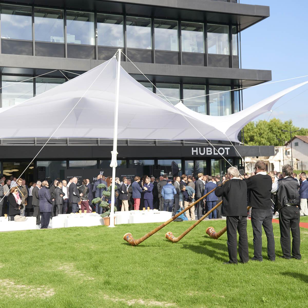 La Cote des Montres : Photo - Bar Refaeli, Lapo Elkann et Pelé inaugurent le deuxième bâtiment de la manufacture Hublot