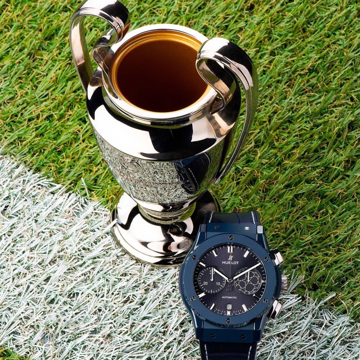 La Cote des Montres : Photo - Pelé dévoile la nouvelle montre Hublot de l'UEFA Champions League