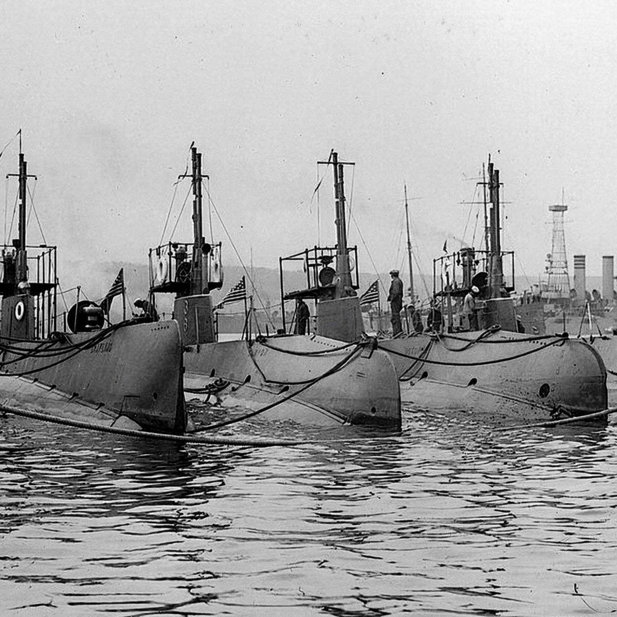 La Cote des Montres : Photo - Ulysse Nardin Marine Torpilleur Military US Navy