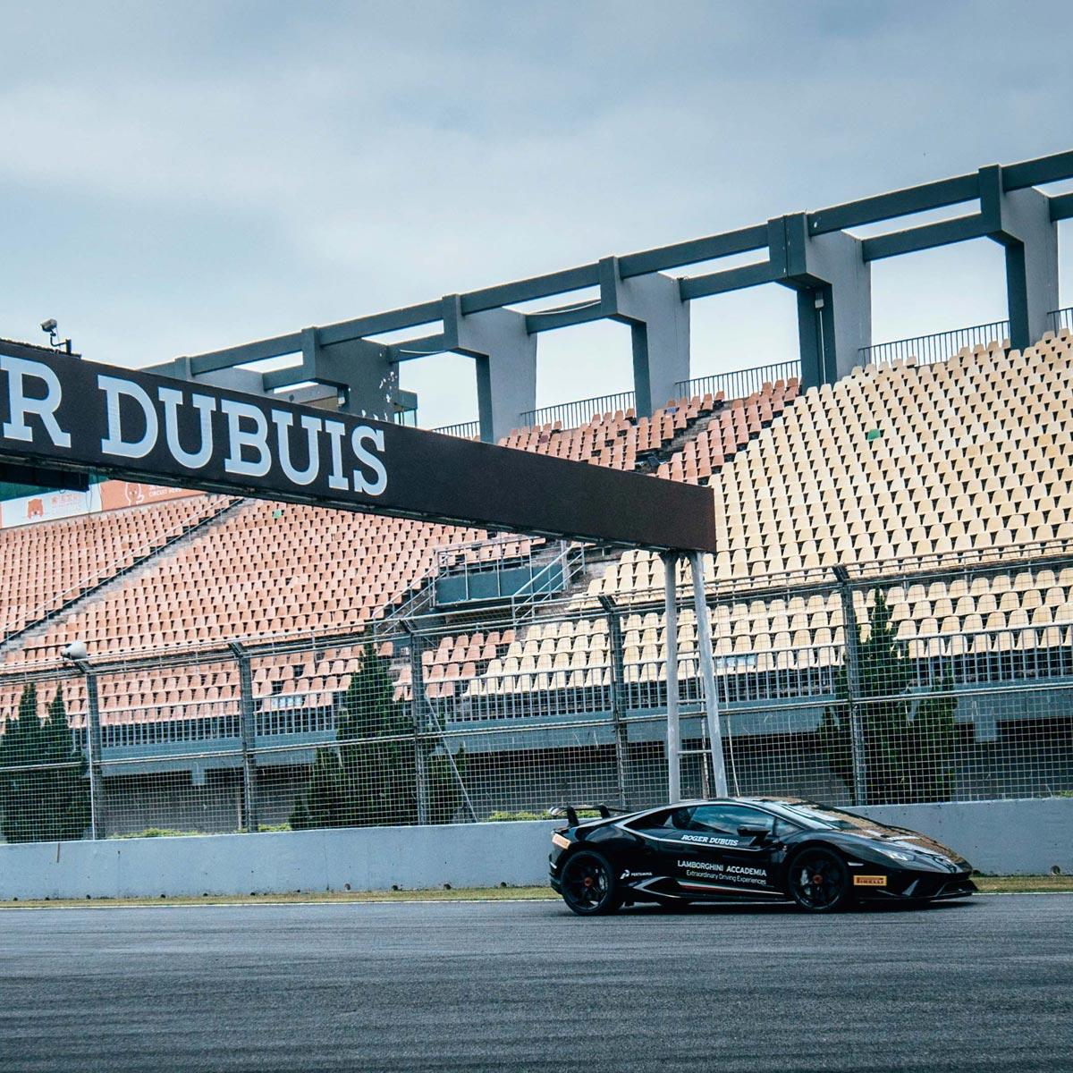 La Cote des Montres : Photo - Roger Dubuis - Mad But Swiss à Macao