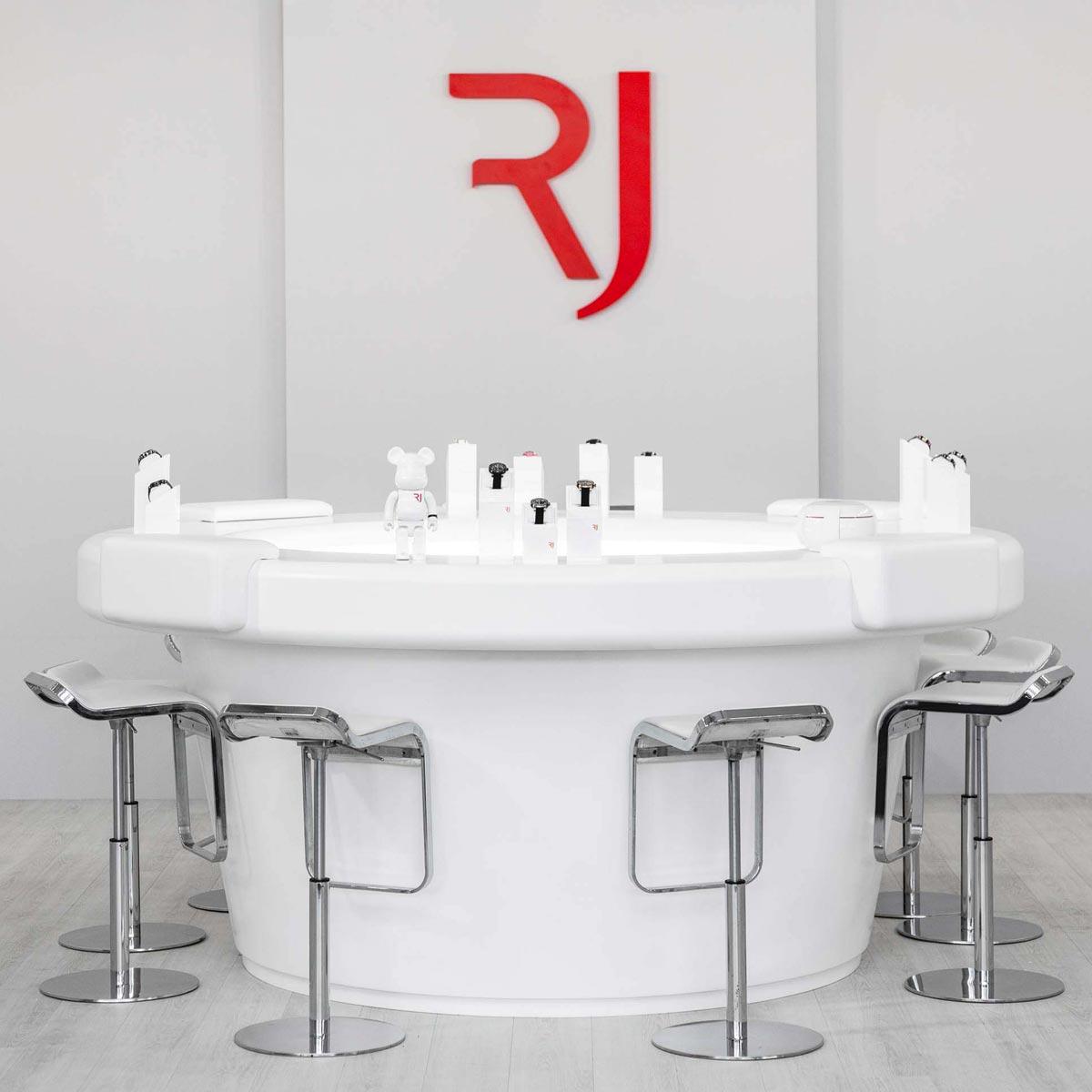 La Cote des Montres : Photo - RJ X BE@RBRICK