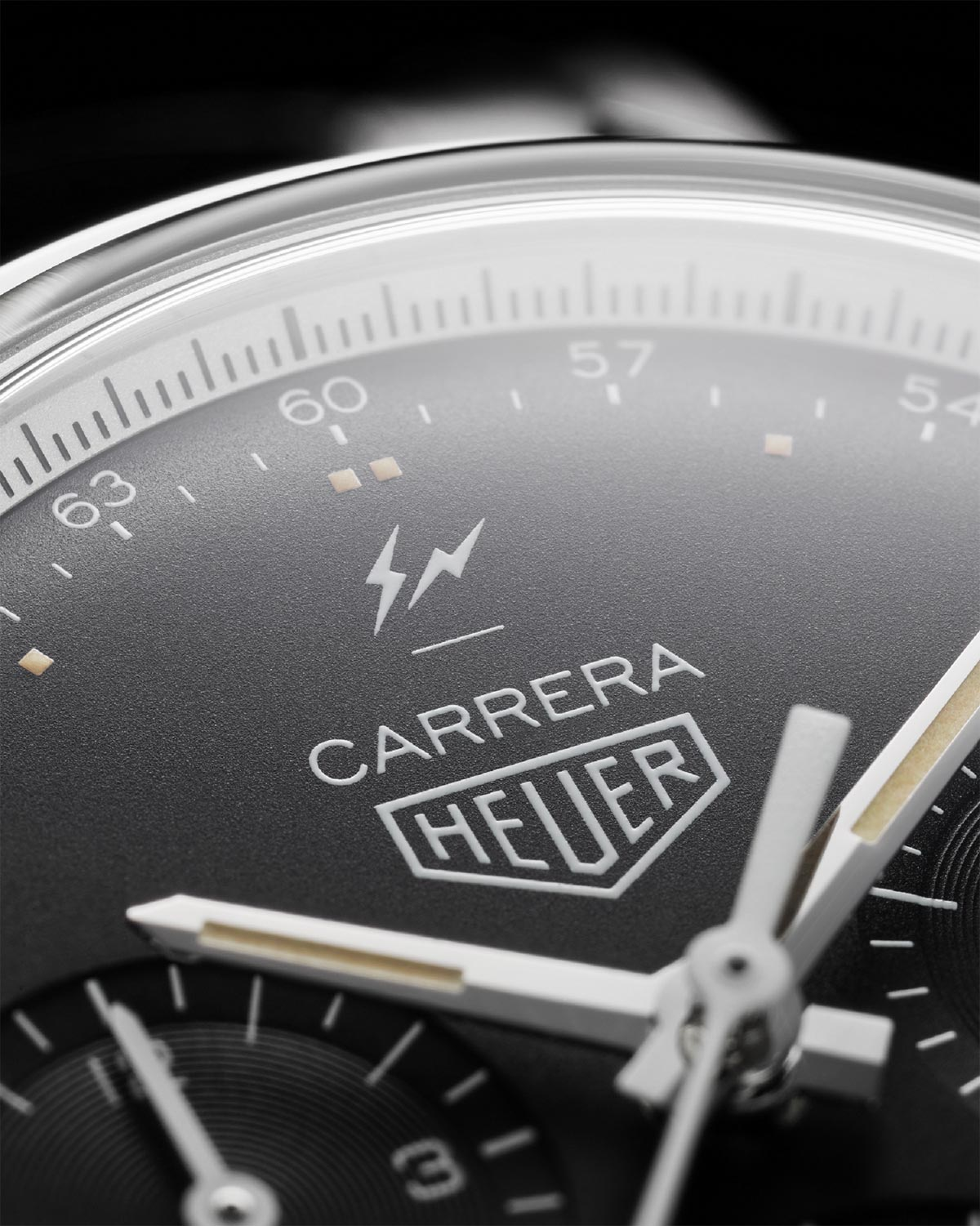 The latest creation by Japanese designer and pioneer of streetwear Hiroshi  Fujiwara is a reinterpretation of the iconic TAG Heuer Carrera f7412185600